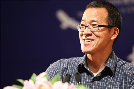俞敏洪:创业团队大家一起决策 但民主集中制一定要有